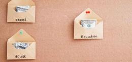 Ilustrasi belanja dengan uang cash dan sistem amplop. Sumber: finoo.id