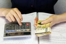 Ilustrasi sisa uang setelah dikurangi pengeluaran. Sumber: Gambar oleh HeungSoon dari Pixabay