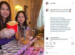 Kakak beradik Sisca dan Alya Kohl melakukan percobaan membuat menu aneh dari BTSxMeal. - Sumber: Instagram sisca kohl