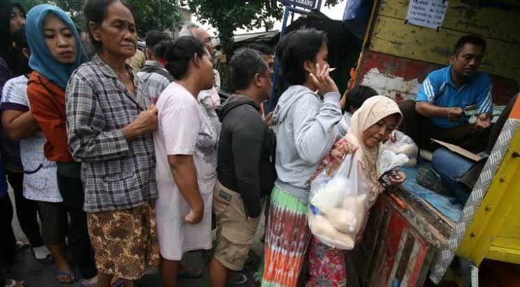 Illustrasi masyarakat antri sembako (pic: harnas.co)