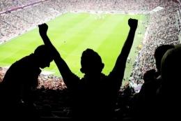 ilustrasi penggemar sepak bola. (sumber: shutterstock via kompas.com)