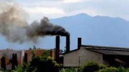 Polusi pabrik juga dapat menjadi penyebab Hujan Asam (sumber gambar : ruangguru.com)