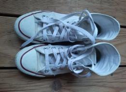 Sepatu putih usia 5 tahun yang sedang kotor (Dokpri)