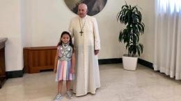 Gadis cilik Noemi korban peluru nyasar mafia bertemu Paus Fransiskus   Facebook Tania Esposito via vaticannews.va