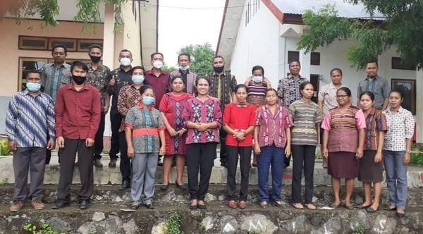 Para pendidik SMPN 3 Wulanggitang, Hewa. Dok.pribadi