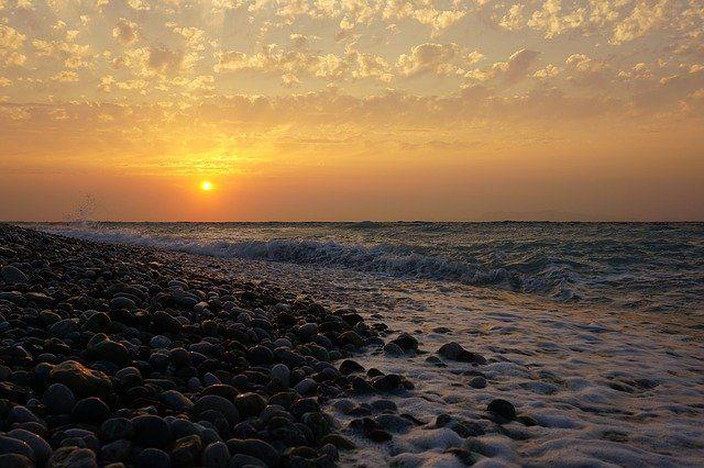 Ilustrasi Matahari Terbenam (sumber gambar: pixabay.com)