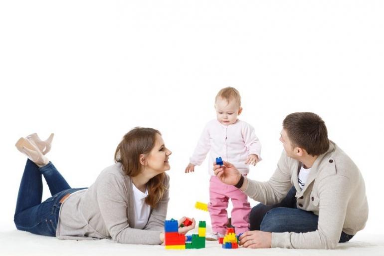 Ilustrasi orang tua dan anak (mybaby.co.id)