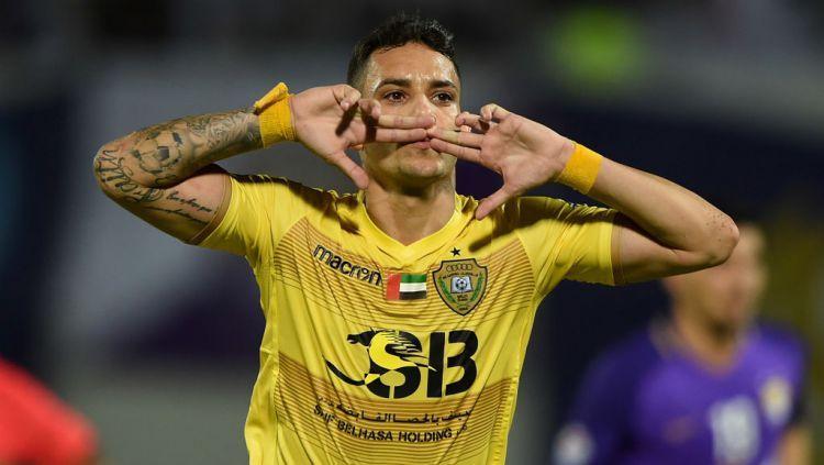 Selebrasi Fabio Lima pemain naturalisasi Uni Emirat Arab (UEA) asal Brazil saat mencetak 2 gol ke gawang Indonesia. Indosport.com