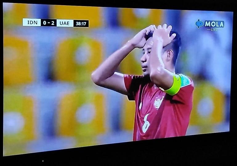 Potret Evan Dimas Darmono Setelah Gagal Eksekusi Tendangan Penalti . Sumber : Mola TV