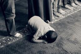 Pasrah dalam berdoa. Gambar oleh Samer Chidiac dari Pixabay