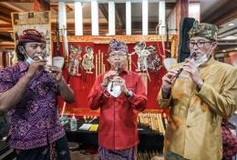 Trio peniup suling dunia, pengrajin suling , Gubernur Bali, Menparekraf, kompak (dok pri)