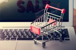 belanja di e-commerce (Ilustrasi oleh beritagar.id)