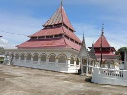 Masjid Raya Lubuk Bareh, salah satu masjid tertua di Padang Pariaman. Di samping untuk beribadah, masjid ini juga berfungsi untuk mengajari akhlak dan moral masyarakat, sekaligus tempat mengaji bagi anak-anak. ( foto dok facebook uncu anas)