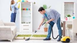 ilustrasi berbagi pekerjaan rumah tangga- Sumber: https://cdn-ci-j.orami.co.id/