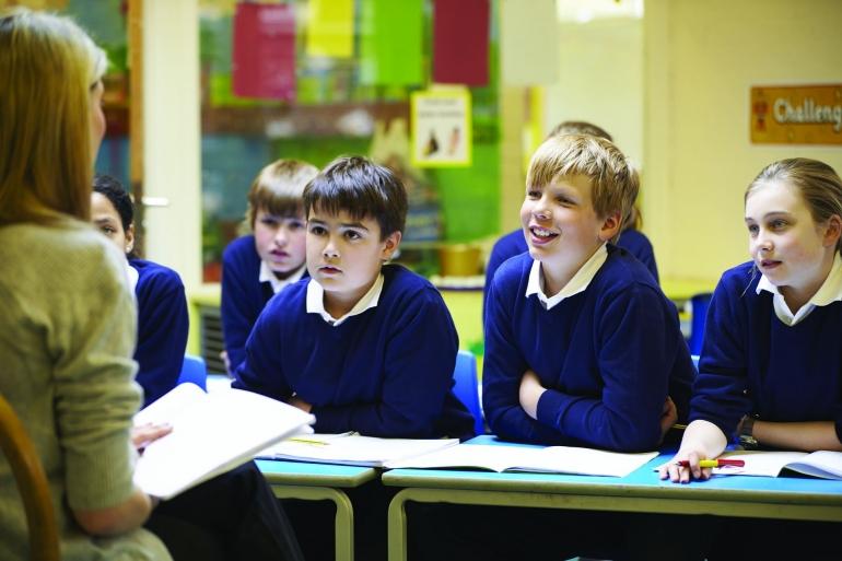 Para siswa antusias mendengarkan pelajaran yang disampaikan guru (Pixabay.com)