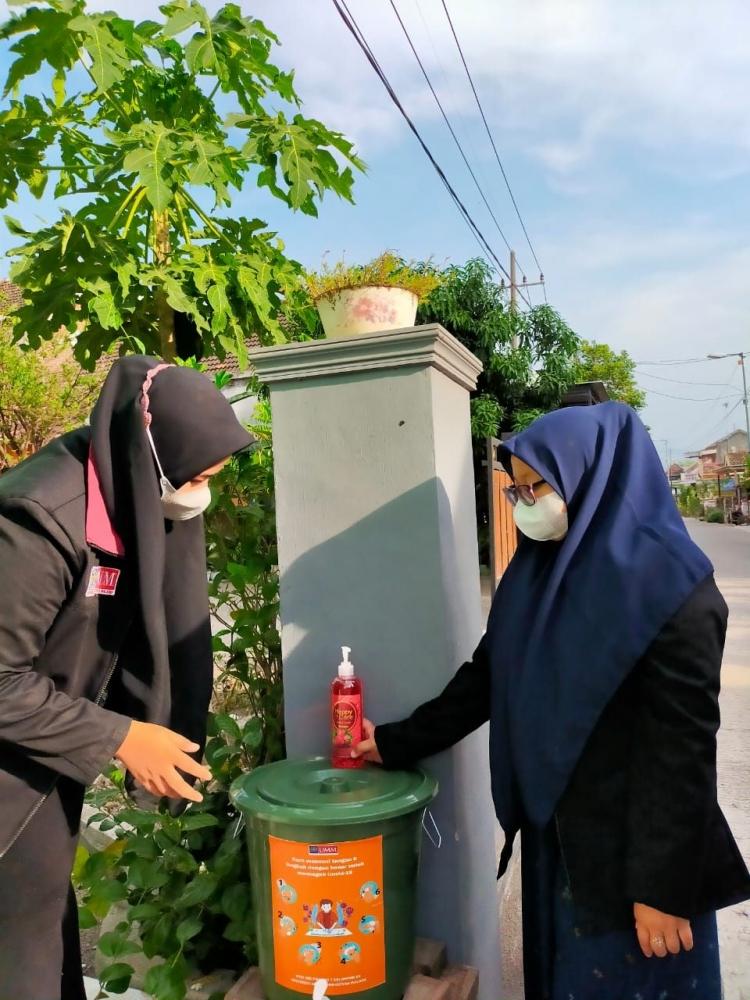 pembagian tempat cuci tangan di sekitar musholla dusun kembangan (dokpri)