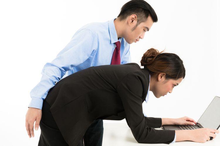 Pelecehan di tempat kerja (via kompas.com)