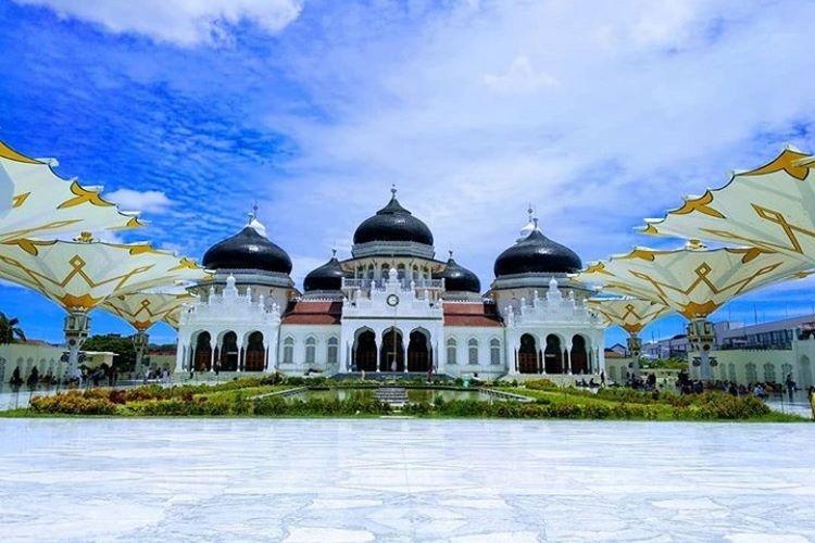 Masjid Raya Baiturrahman di Banda Aceh dibangun pada masa kepemimpinan Sultan Iskandar Muda Kerajaan Aceh (Kemdikbud via kompas.com)