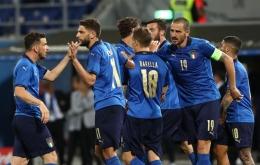 Timnas Italia 2021 dengan seragam biru. (Do. Twitter/azzurri)