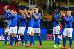 Pemain-pemain Gli Azzurri dgn kostum birunya. Sumber: www.worldsoccer.com