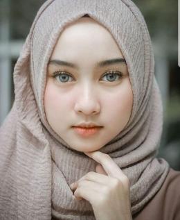 4 Tips Hijab untuk Kamu yang Berpipi Tembem (Source: Pinterst/Wattpad)