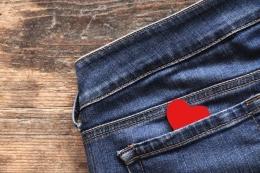 Ilustrasi pocketing di dunia percintaan (sumber: Womenhealthmag.com)