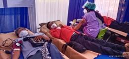 Peserta donor darah rela menyumbangkan darah, Balai kota Malang Sabtu 12/6/2021 (doc.pri)
