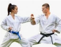 Belajar karate (dok.ezkaratefamily.com)