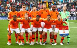 Tim Oranye Belanda. Sumber: www.uefaeurotickets.com
