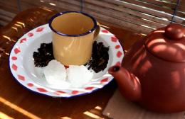 Teh hitam melati, teh hijau, dan gula batu | dok. pribadi.