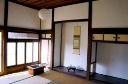 Tokonoma dalam sebuah Rumah Bergaya Jepang Kuno di Azumino, Nagano, Jepang, sumber: https://www.patternz.jp/tokonoma-japanese-alcove-design-styles/