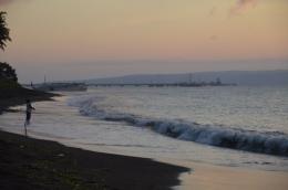 pemandangan pagi hari di pantai dekat hotel-dokpri