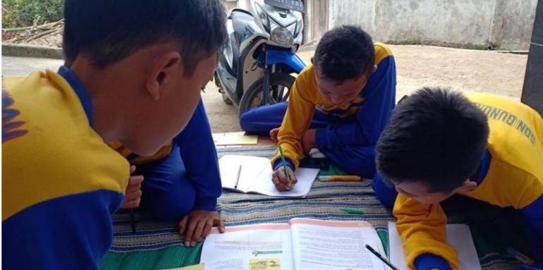 Gambar 1. Pendampingan Pembelajaran melalui Kelompok Belajar-dokpri