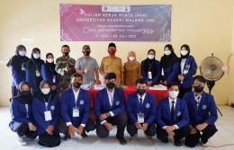 Foto bersama mahasiswa Universitas Negeri Malang dengan Perangkat Desa - Dokpri (14/06)