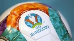 Menikmati gelaran EURO 2020 bukan berarti mengabaikan pekerjaan atau sebaliknya | Sumber gambar : www.dw.com