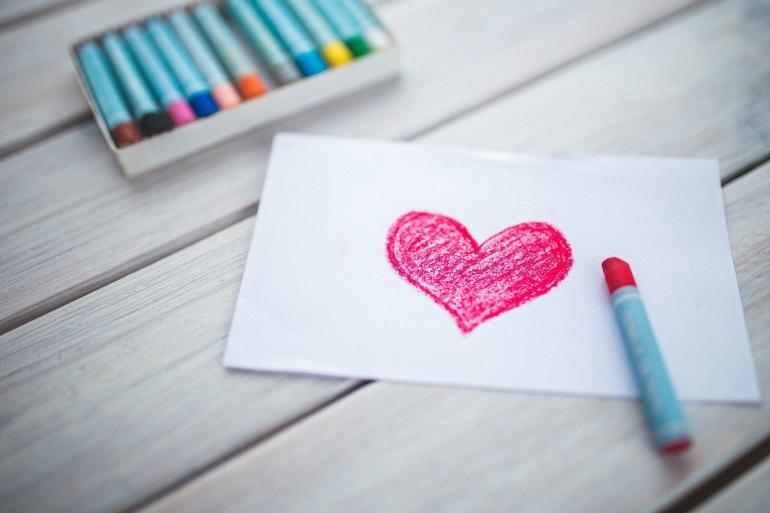 Cinta manusia dibangun dari dasar, suatu proses yang memakan waktu   Ilustrasi oleh Karolina Grabowska via Pixabay