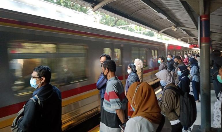 Suasana di Stasiun Sudirman saat pandemi (foto: widikurniawan)