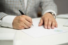 Ilustrasi penandatanganan Pakta Integritas oleh Sozavisimost dari pixabay.com