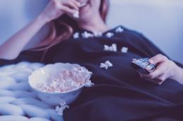 Manfaat Nonton Film Berbahasa Asing (Source: Pixabay/Jeshoot)