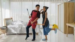 ilustrasi saling mengingatkan tugas rumah tangga-Sumber: https://awsimages.detik.net.id/