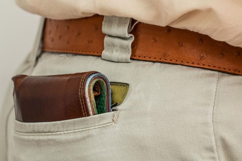 Ilustrasi dompet yang mengundang copet di kendaraan umum oleh stevepb dari pixabay.com