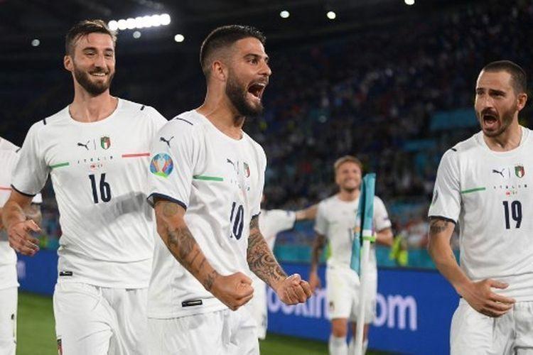 Lorenzo Insigne berselebrasi usai cetak gol ke gawang Turki di laga perdana Euro 2020. | foto: AFP/Mike Hewitt via kompas.com