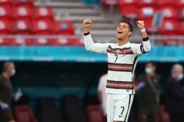 Ronaldo Geser Coca-cola Saham Anjlok, Bukti Pengaruh Influencer Luar Biasa (Kompas.com/AFP/Alex Pantling)