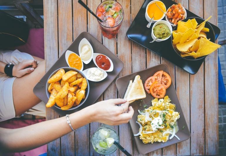 Ilustrasi Dine In di restoran oleh stokpic dari pixabay.com