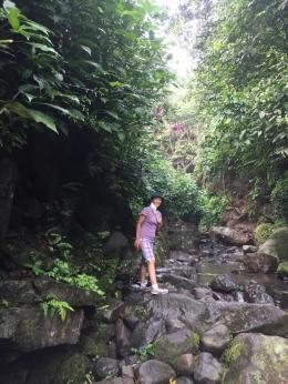 melalui sungai menuju curug Nangka (dokpri)