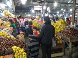 Cuci mata sambil berbelanja di pasar buah Berastagi-Dokumentasi pribadi