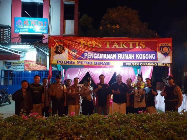 Sinergi polisi dan warga di perumaan penulis (sumber gambar: WAG warga Taman Cibiru)