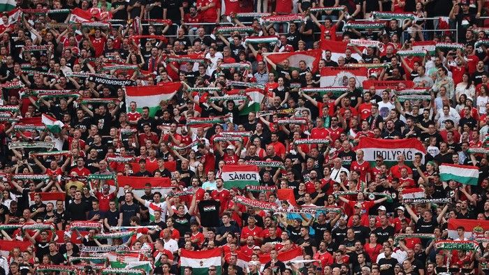 Suporter memadati stadion puskas arena, Budapest. (Foto: Getty Images/Alex Pantling)