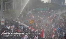 Gelombang demonstrasi terbesar paska Reformasi | sumber: tangkapan layar film The End Game karya Watchdoc