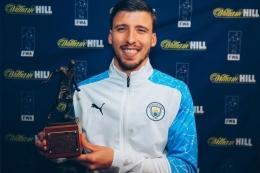Ruben Dias Menerima Penghargaan Pemain Terbaik Liga Inggris 2020/2021 Versi Football Writer's Association (FWA) - Sumber : bola.kompas.com